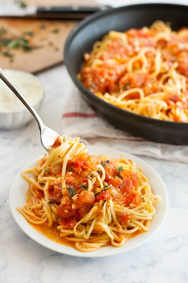 pasta pomodoro a quick and easy weeknight pasta recipe