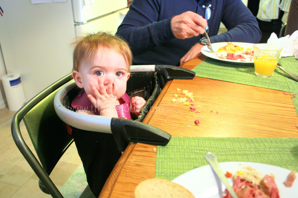 Here is a detailed look at the process of introducing solids to a baby by giving her real foods in a variety of flavors and textures.