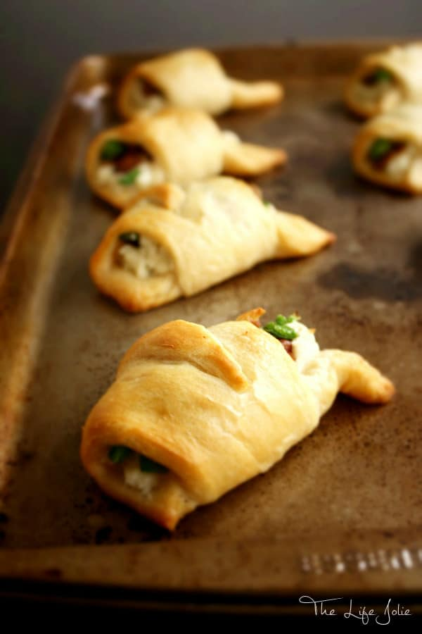 These Bacon Jalapeno Ranch Crescents are a super easy and delicious appetizer- they come together so quickly and taste awesome!