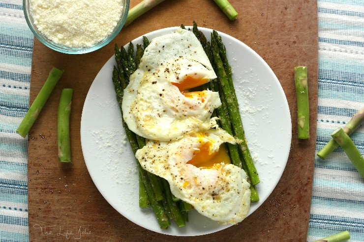 Parmesan Roasted Asparagus with Fried Eggs and is a super delicious and easy meatless recipe! The asparagus roasts beautifully in the oven and the eggs add a decadence that make this a beautiful appetizer or entree.