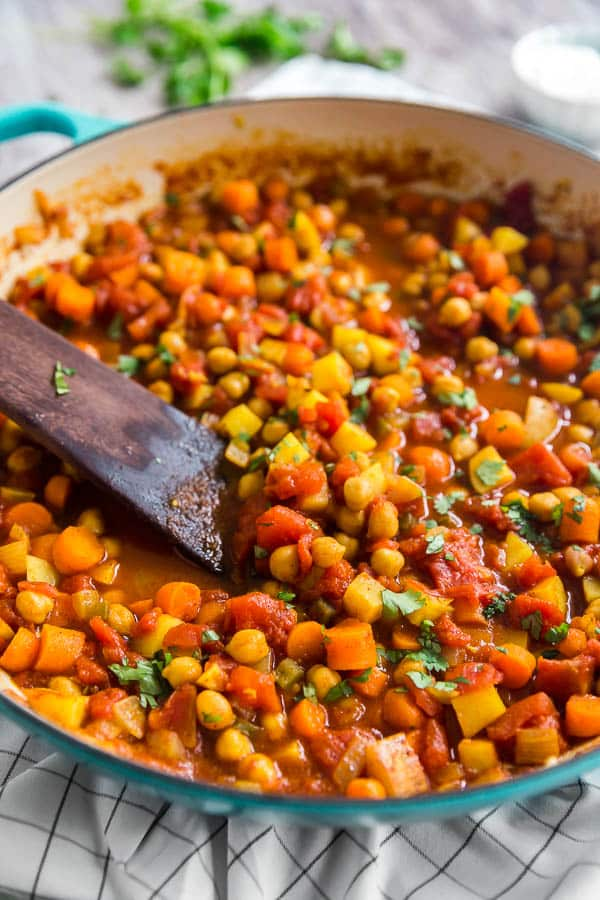 A close up image oc Moroccan Chickpea Vegetarian Stew in a pan.