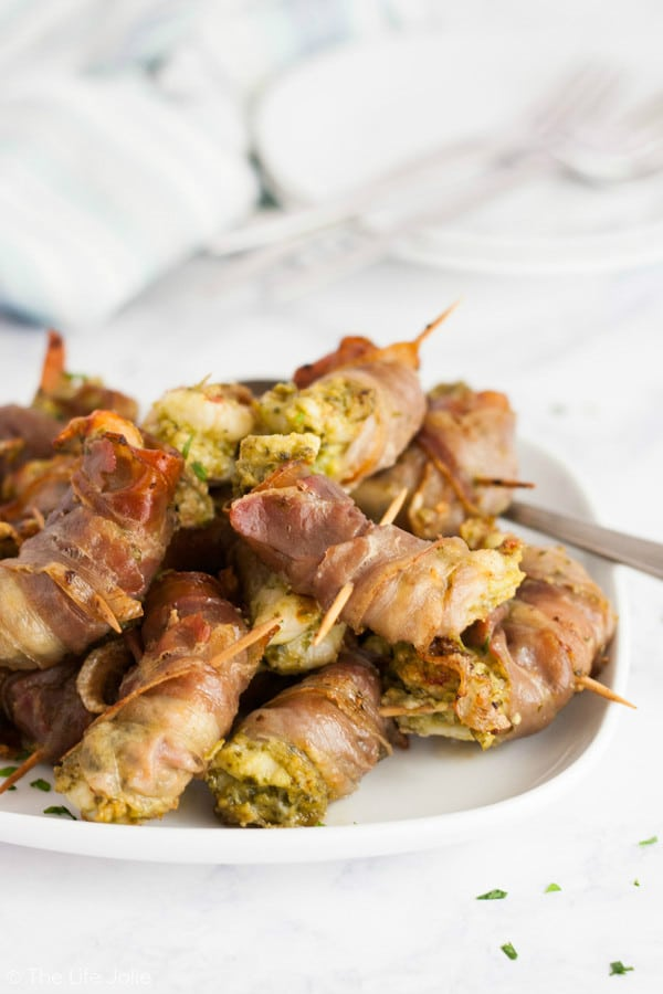 This Shrimp with Pesto and Prosciutto recipe is seriously easy and tastes delicious. It's super quick to make (10-15 minutes tops!!) and uses only 3 ingredients making it the perfect starter for a dinner party or a girls night! Click on the photo to get the recipe!