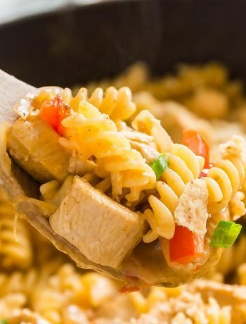 Looking for a quick, easy and delicious weeknight meal for your family? Look no further, this Creamy Chicken Fajita Pasta is full of tender chicken, sweet peppers and onions and a spicy kick that will keep everyone coming back for seconds!