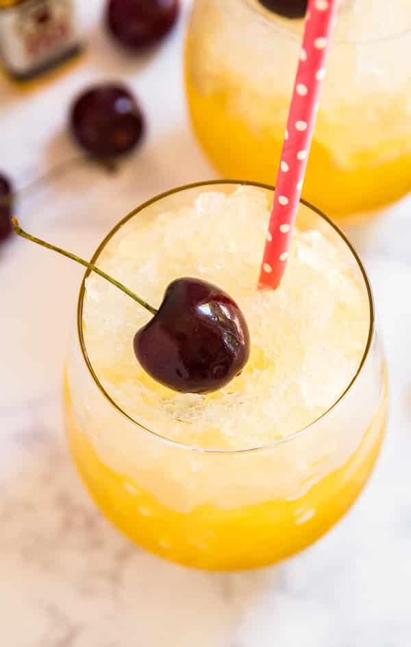 Résultats de recherche d'images pour «cocktail yellow with cherry»