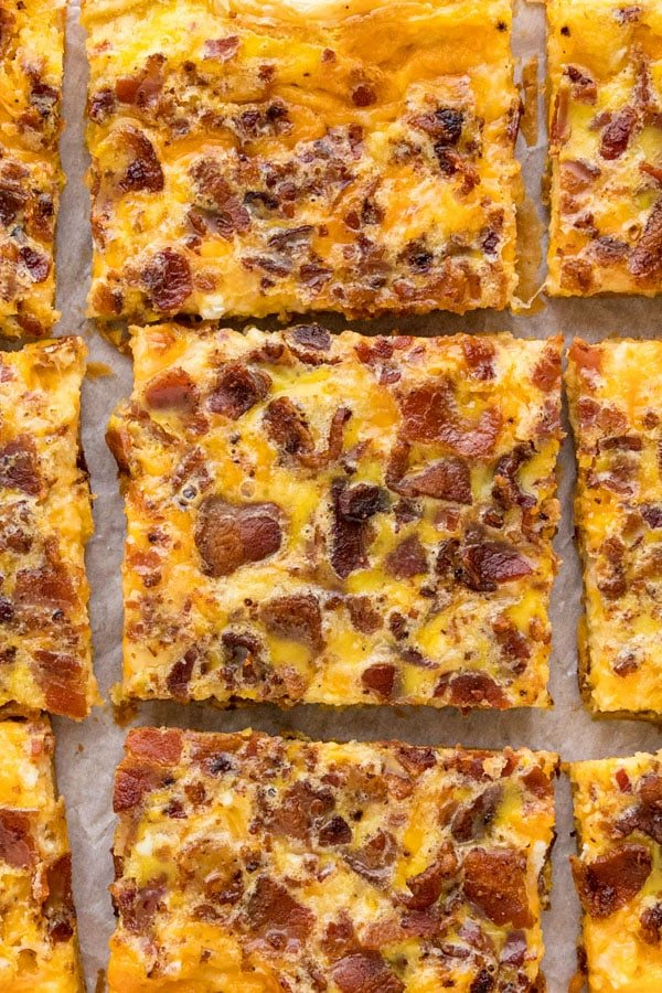 An overhead imange of slices of breakfast pizza lined up all around each other focusing on the center piece.