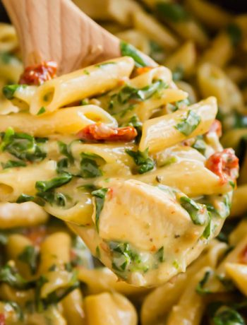 One Pot Italian Florentine Chicken Pasta is a seriously easy 30 minute meal that comes together into the most creamy, delicious pasta dinner your family will love!