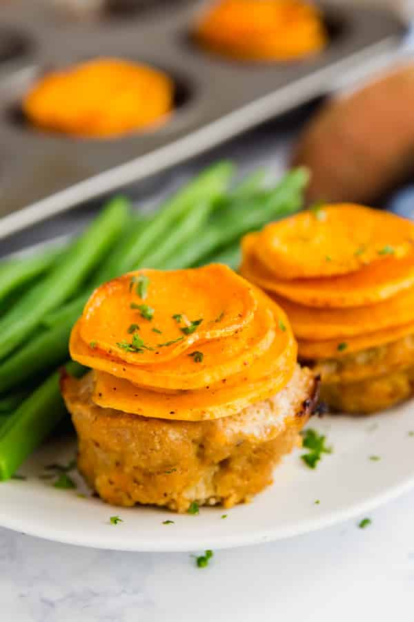 Meatloaf muffins with potatoes on a plate with green beans